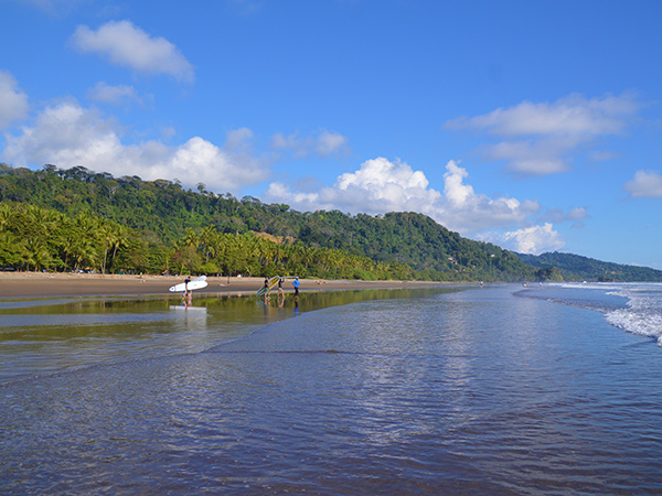 Playa Dominical low to mid tide